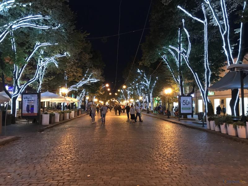 Дерибасовская улица ночью