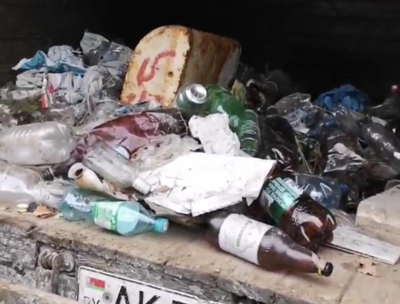 мусор в  кузове