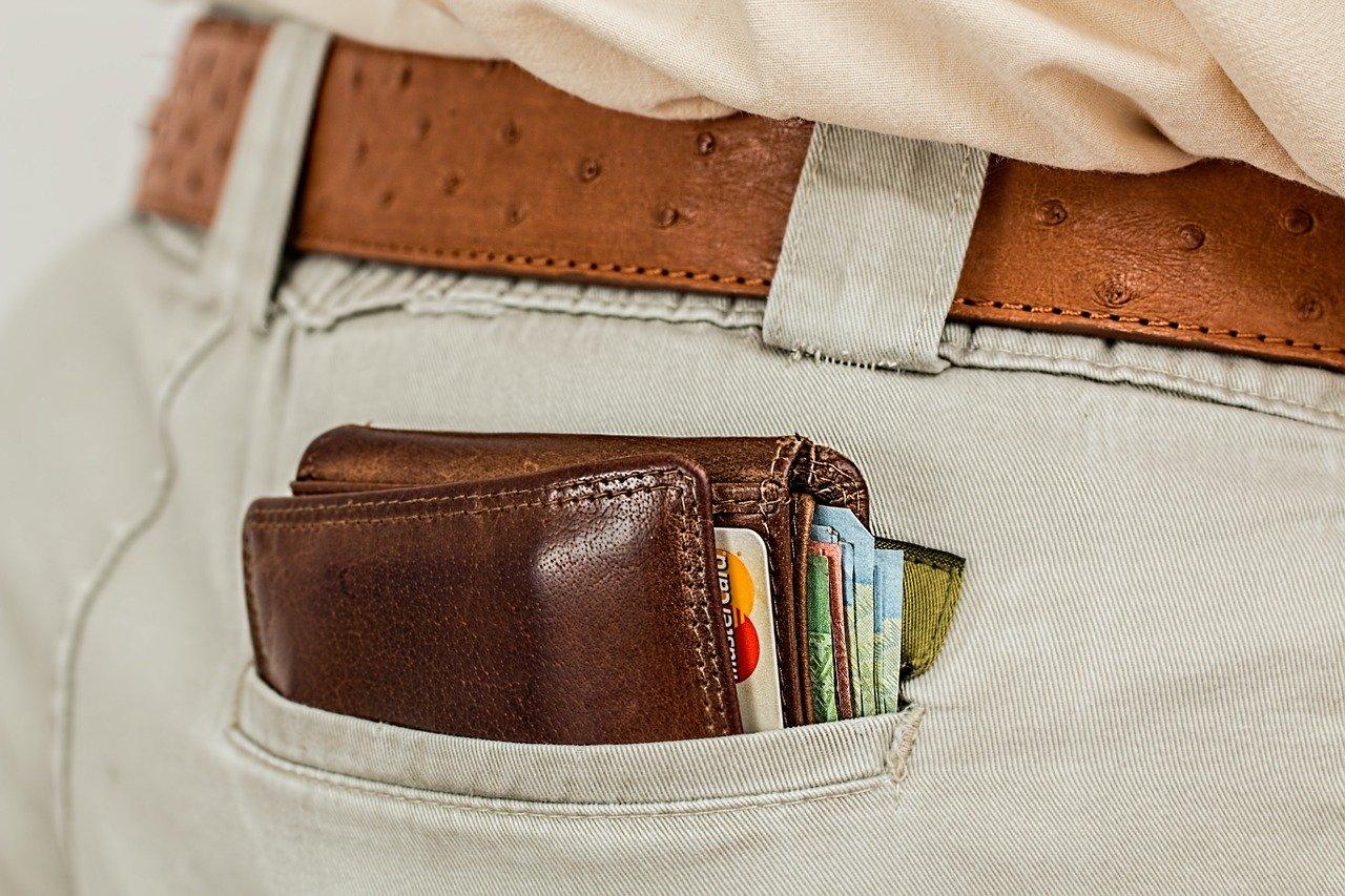 кошелек в кармане